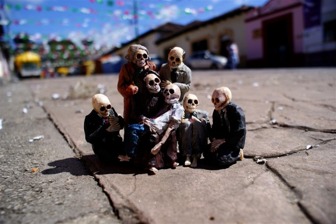 Isaac Cordal cement eclipses
