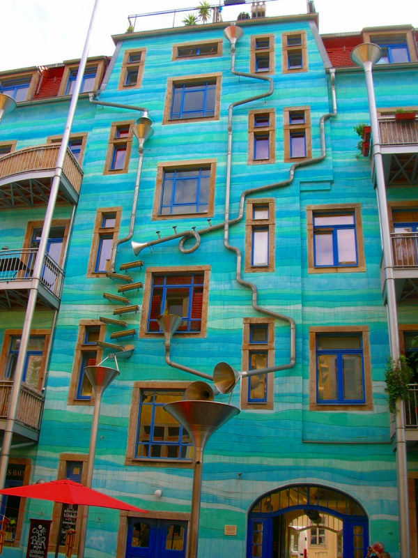 Dresden building that plays music when it rains